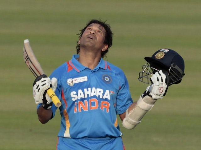 Tendulkar pays tribute to medical staff after returning home