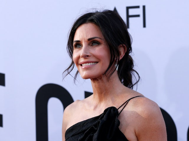 Courteney Cox signs up for Scream 5