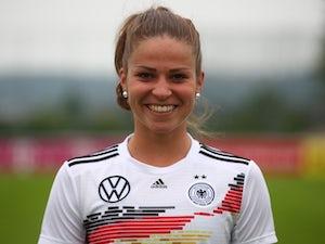 Chelsea Women agree deal to sign Bayern Munich midfielder Melanie Leupolz