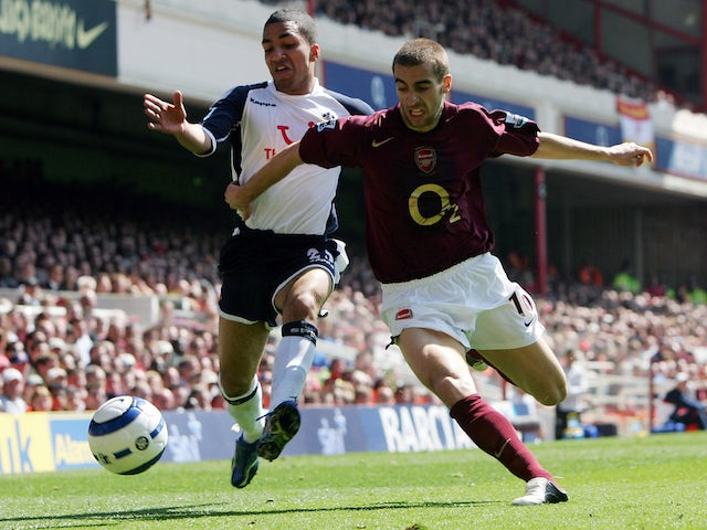 Aaron Lennon of Tottenham battles Mathieu Flamini of Arsenal in a North London derby in 2006