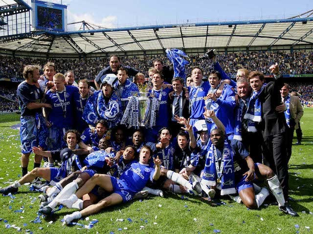 Chelsea celebrate winning the 2004-05 Premier League title