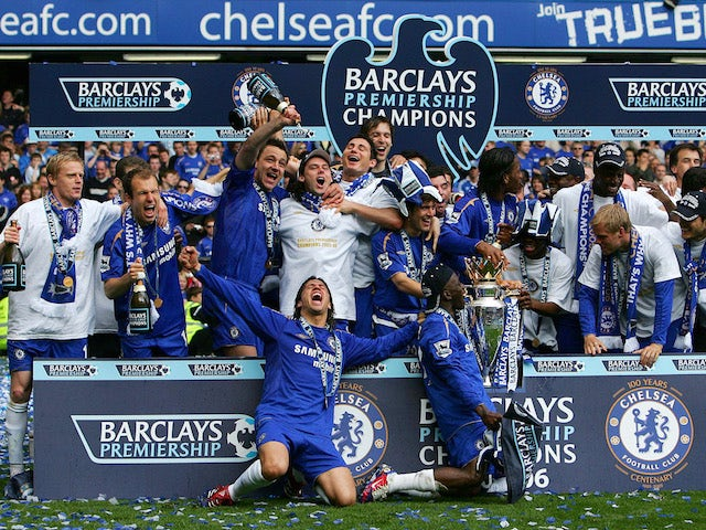 Chelsea celebrate winning the 2005-06 Premier League title