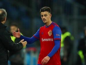 Chelsea 'battling Wolves for Kosovan winger Zhegrova'