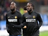 Victor Moses and Romelu Lukaku warming up for Inter Milan in February 2020