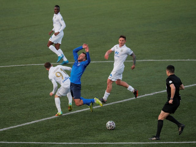 Isloch and Vitebsk players in action in the Belarusian Premier League on April 26, 2020