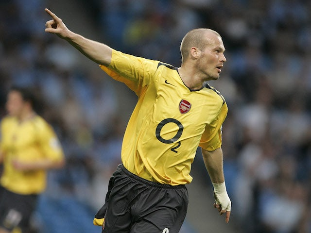 Freddie Ljungberg pictured playing for Arsenal in 2006