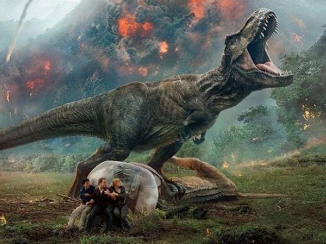 Jurassic Park's original trio share Richard Attenborough tribute on set