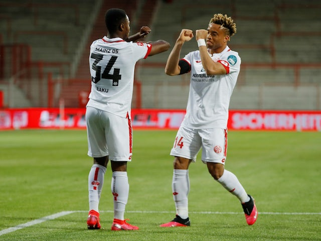 Mainz duo Bote Baku and Pierre Kundu celebrate against Union Berlin on May 27, 2020