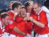 Man Utd players celebrate winning the 1999 Champions League