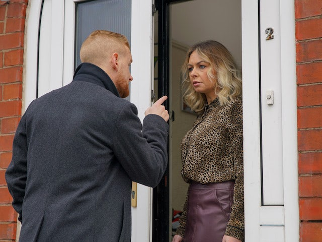 Gary tracks down Kelly's mum Laura on Coronation Street on June 8, 2020