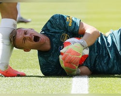 Arsenal 'step up new goalkeeper search'