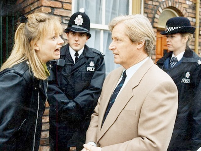 Classic Corrie episode 3,962 - Tricia is sent to prison