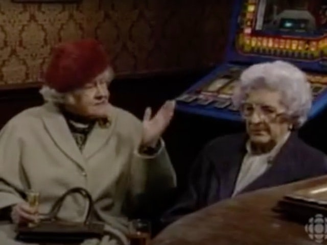 Classic Corrie episode 3,965 - Both Phyliss and Maud propose to Percy