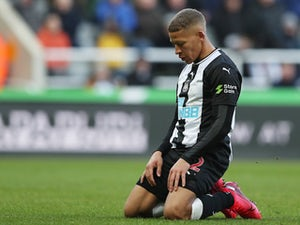 "Dwight Gayle out for ""three or four months"" after knee surgery"