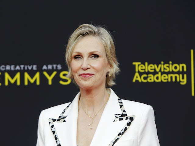 Jane Lynch to replace Anne Robinson on reboot of The Weakest Link