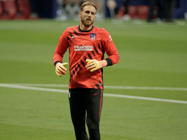 Jan Oblak warms up for Atletico Madrid on July 11, 2020