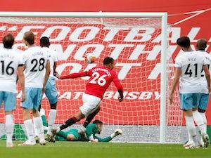 Manchester United up to third despite being held by West Ham