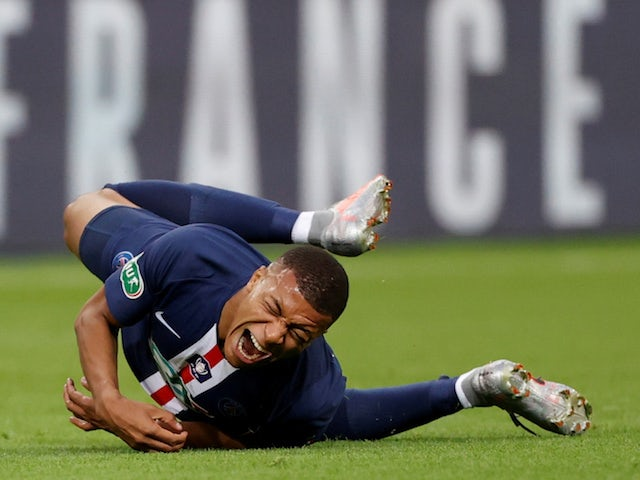PSG's Kylian Mbappe suffers an injury during the Coupe de France final in 2020