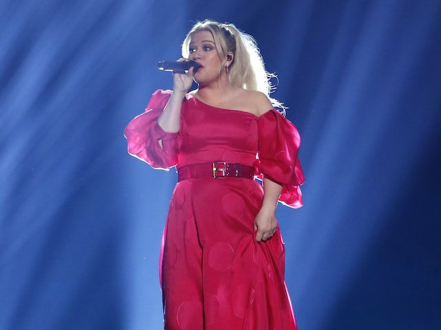 Kelly Clarkson to replace injured Simon Cowell on AGT