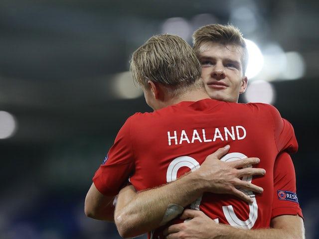 Det norske paret Earling Brad Holland og Alexander Sorlot feirer 7. september 2020 mot Nord-Irland