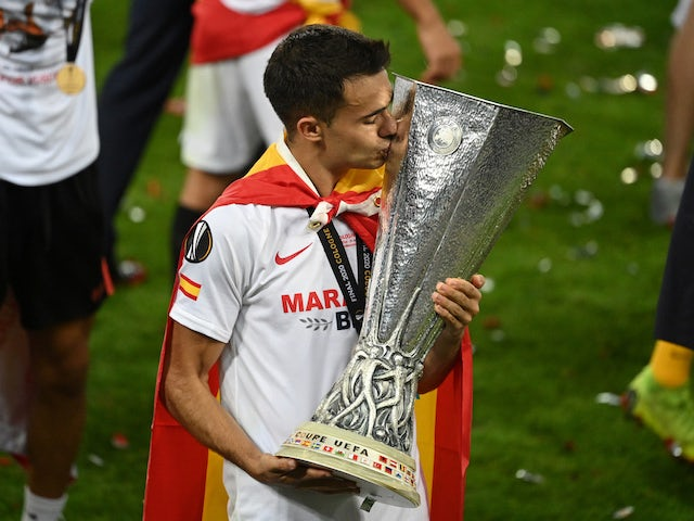 Sergio Reguilon pictured with the Europa League trophy after winning the final with Sevilla in August 2020