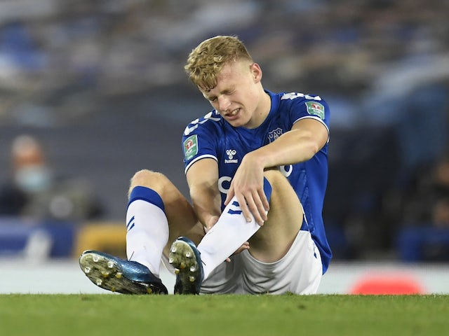 Everton searching for new centre-back after Jarrad Branthwaite injury