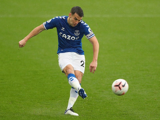 Seamus Coleman pens new contract with Everton