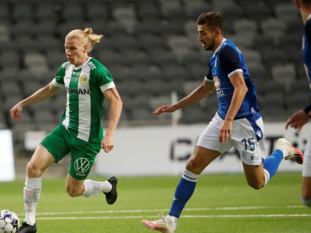 Hammarby's Gustav Ludwigson (l) in action with Lech Poznan's Jakub Moder (r) on September 15, 2020