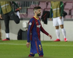 Pique 'at centre of Barcelona dressing room split'