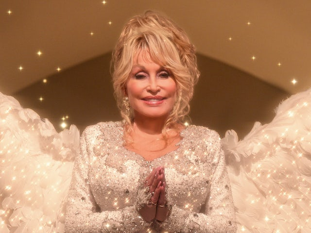 Watch: Dolly Parton sings