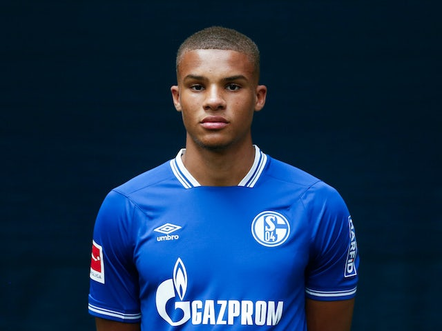 Malick Thiaw poses at the Schalke photoshoot on August 6, 2020