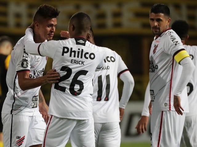 Jogadores do Atlético Paranaense comemoram gol de Richard em outubro de 2020
