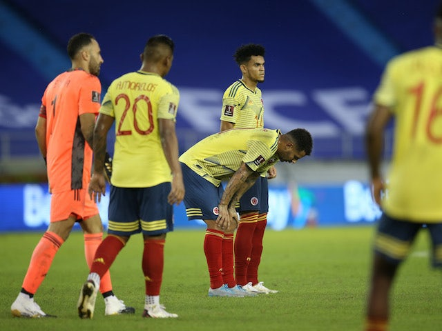 Colombia players look dejected after losing to Uruguay on November 13, 2020