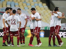 Fluminense players celebrate after the end of the match in October 2020