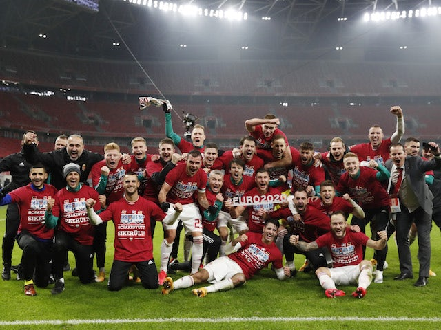 Hungary players celebrate after qualifying for Euro 2020 on November 12, 2020