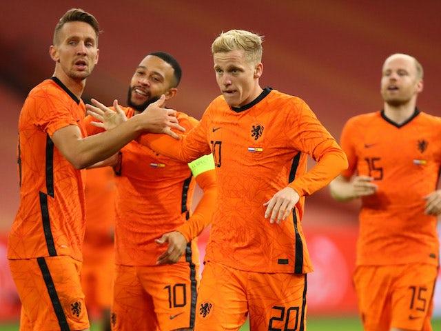 Netherlands midfielder Donny van de Beek celebrates scoring against Spain on November 11, 2020