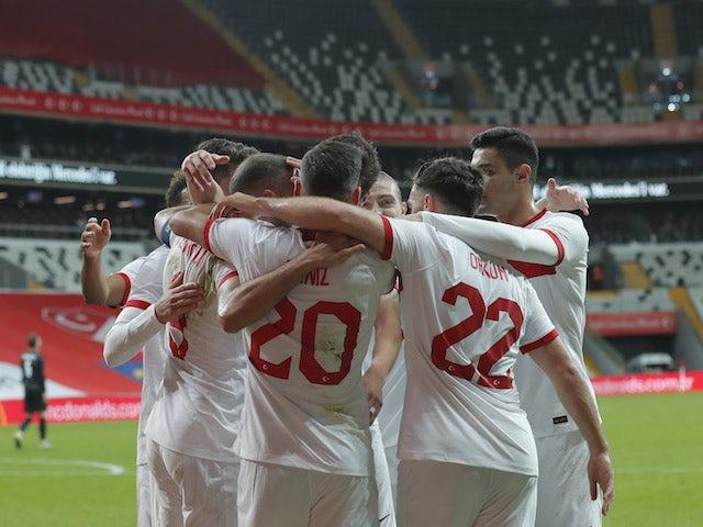 Türkiye oyuncuları, 11 Kasım 2020'de Genk Tucson'ın Hırvatistan'a attığı golü kutluyor