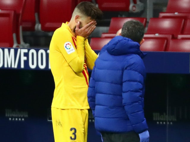 A tearful Gerard Pique leaves the pitch on November 21, 2020