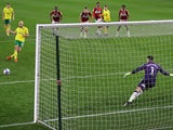Norwich City's Teemu Pukki scores a penalty against Middlesbrough on November 21, 2020
