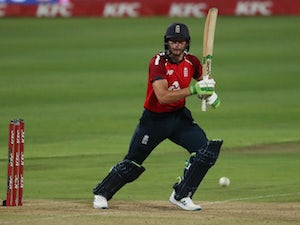 Dawid Malan happy to stay with Trent Rockets