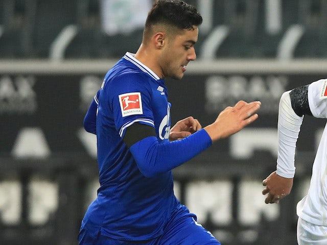 Ozan Kabak in action for Schalke on November 28, 2020