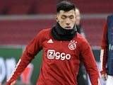 Lisandro Martinez warms up for Ajax on December 9, 2020