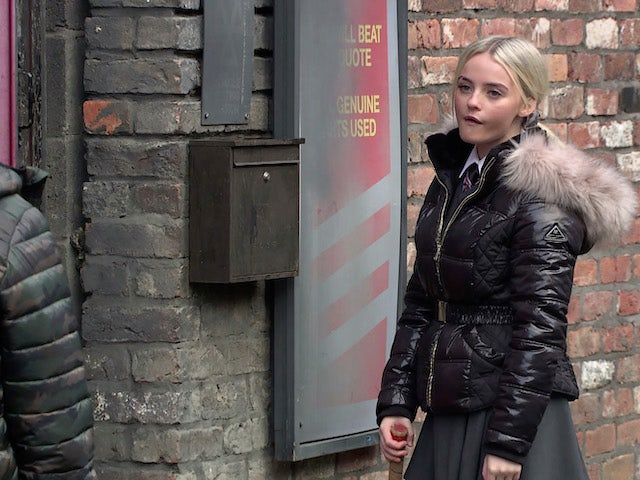 Kelly on the first episode of Coronation Street on January 6, 2021