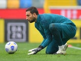 Gianluigi Donnarumma warms up for Milan on November 1, 2020