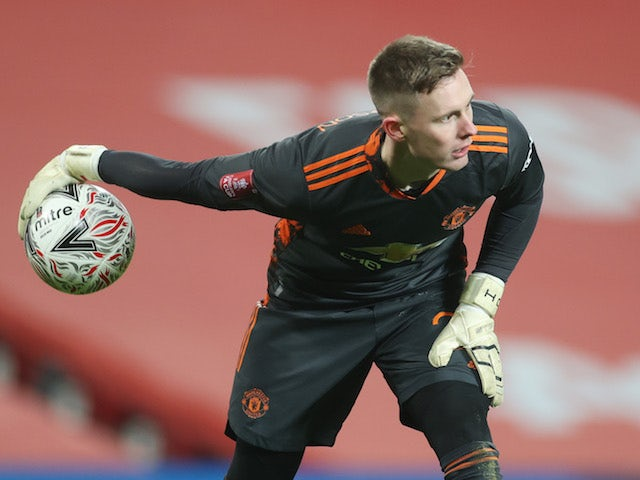 Manchester United 'to allow either Dean Henderson or David de Gea to leave this summer'