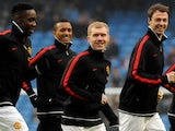 Paul Scholes warms up for Manchester United in January 2012