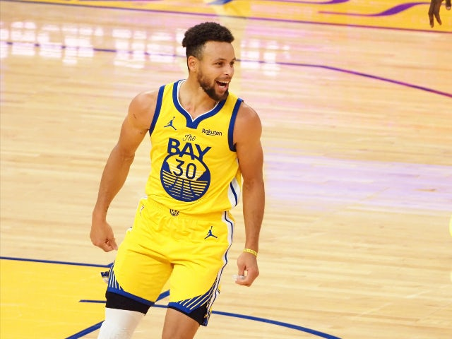 Steph Curry in action for the Golden State Warriors on January 4, 2021
