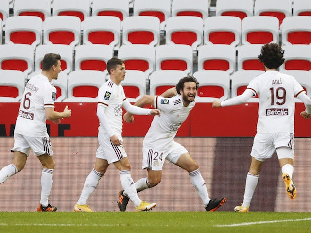 Bordeaux's Paul Baysse celebrates scoring their second goal with teammates on January 17, 2021