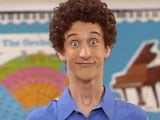 Dustin Diamond in his Screech from Saved By The Bell pomp