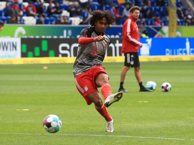 Everton 'still in talks with Bayern over Zirkzee'